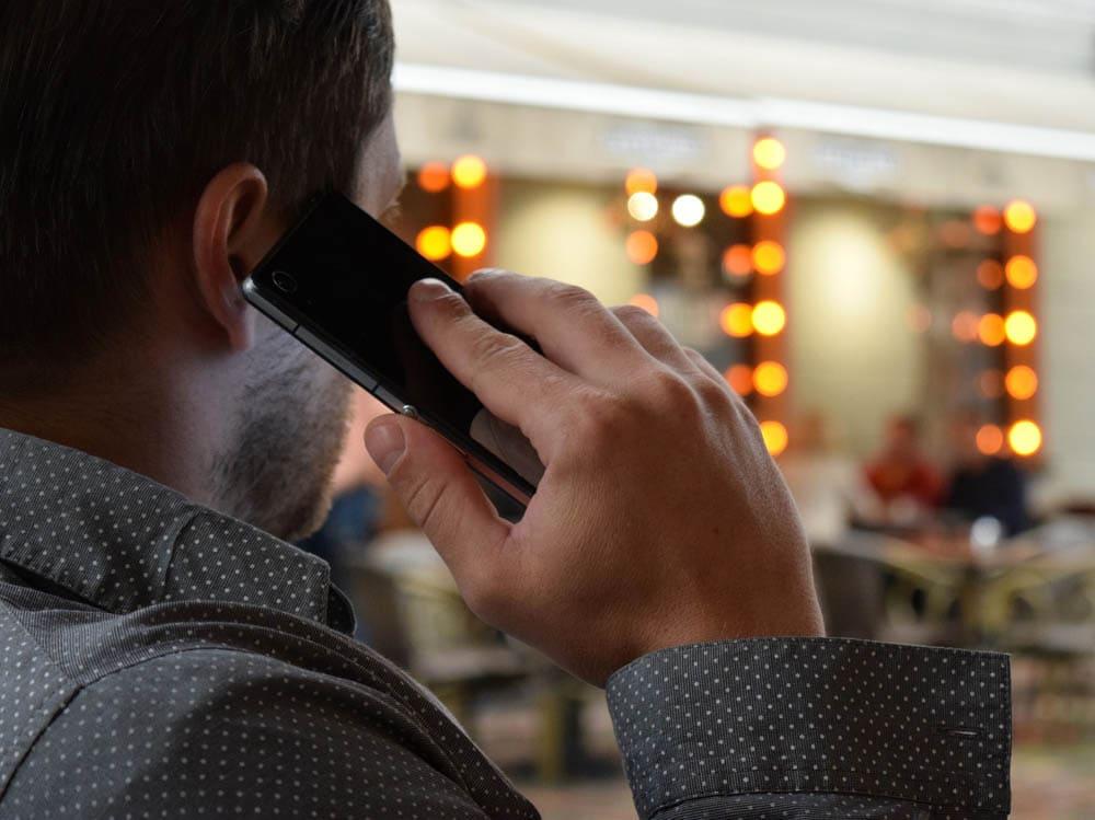 Google-Fake-Anrufe: So schützt Du Dich vor Betrügern